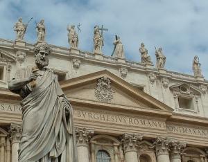 Imagen de San Pedro en su plaza del Vaticano